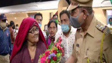औरंगाबाद: पासपोर्ट हरवल्याने पाकिस्तानच्या जेल मध्ये 18 वर्ष रहावं लागलेल्या  65 वर्षीय Hasina Begum मायदेशी परतल्या, म्हणाल्या 'स्वर्गात आले'!