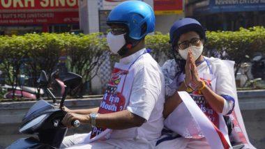 Mamata Banerjee on a Scooter: मंत्र्यांनी चालवली स्कूटर,  पाठिमागे बसल्या मुख्यमंत्री ममता बॅनर्जी; पेट्रोल डिझेल दरवाढीचा हटके विरोध