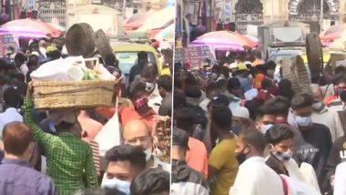 COVID-19 Surge in Maharashtra: मुंबईतील क्रॉफर्ड मार्केटमध्ये विनामास्क फिरणाऱ्या नागरिकांकडून मुंबई पोलिसांनी आकारला दंड