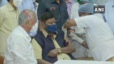 केंद्रीय मंत्री रामदास आठवले आणि पत्नी सीमा आठवले यांनी J. J. Hospital मध्ये घेतला Covid-19 Vaccine चा पहिला डोस