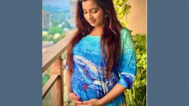 Shreya Ghoshal होणार आई! Baby Bump फ्लॉन्ट करत चाहत्यांसोबत शेअर केली गूडन्यूज