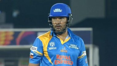 IND(L) vs SA(L) Road Safety World Series 2021: 'सिक्सर किंग' Yuvraj Singh याचे खणखणीत 4 षटकार, दक्षिण आफ्रिका लेजेंड्स गोलंदाजांची घेतली क्लास (Watch Video)