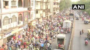 मुंबई मधील कोरोना रुग्णसंख्या वाढत असतानाही दादर मार्केटमध्ये नागरिकांची तोबा गर्दी (See Pics)