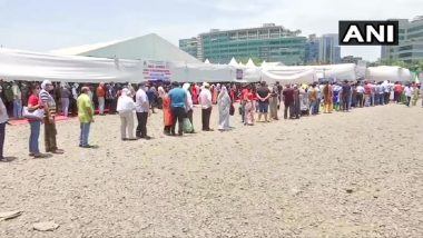 BKC Jumbo Vaccination Centre बाहेर नागरिकांच्या लांबच लांब रांगा (See Pics)