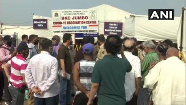 Coronavirus Vaccination: BKC मधील जम्बो कोविड सेंटर बाहेर नागरिकांची लांबलचक रांग, अद्याप लसीकरण सुरु नाही