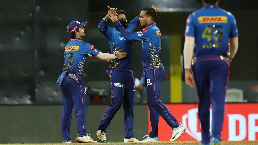 MI vs SRH IPL 2021 Match 9: हैदराबादच्या 'ऑरेंज आर्मी'चा फ्लॉप शो सुरूच, चेपॉकवर गमावला सलग तिसरा सामना; मुंबईने हिसकावला विजयाचा घास!