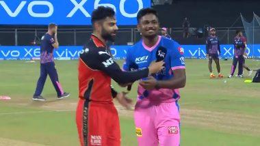 RCB vs RR IPL 2021: टॉस दरम्यान Virat Kohli गोंधळला, पाहूनसंजू आणि समलोचक Ian Bishop यांनाही झाले हसू अनावर (Watch Video)