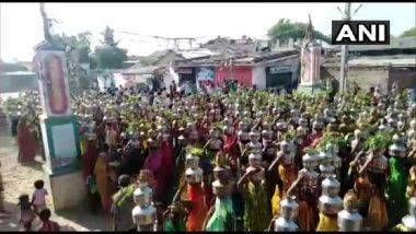 Ahmedabad: बालियादेव मंदिरात महिलांची दर्शनासाठी गर्दी, Social Distancing नियमांचा फज्जा (Watch Video)