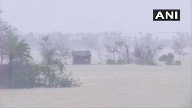 Cyclone Yaas: यास चक्रीवादळामुळे बंगाल समुद्र किनारपट्टीवर उंचच उंच लाटा; ओडिशा राज्यातील भद्रक जिल्ह्यातील रिहायशी परिसरात शिरले पाणी