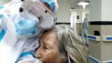 Kolkata: COVID-19 वर मात केल्यानंतर 75 वर्षीय वृद्ध महिला झाली भावूक; डॉक्टरांना मारली मिठी (See Viral Pics)