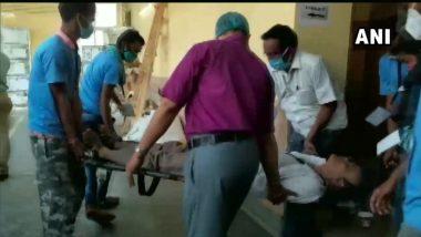 West Bengal Assembly Elections 2021: मतमोजणी दरम्यान निवडणूक कर्मचारी पडला बेशुद्ध, स्ट्रेचरवरुन नेले रुग्णालयात