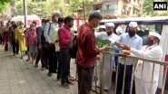 KEM Hospital बाहेर मुंबईच्या डबेवाल्यांकडून अन्नवाटप (See Pics)