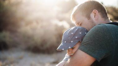 गर्लफ्रेंड ची 'ही' इच्छा पूर्ण करण्यासाठी एका माणसाने चक्क आपल्या २ वर्षाच्या मुलाला विकले, कारण ऐकून तुम्हालाही बसेल धक्का