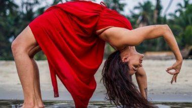 International Day of Yoga 2021: आशका गोराडिया हिच्या योगाचे 'हे' फोटो पाहून व्हाल थक्क