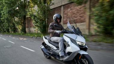 BMW ने जाहीर केला अपकमिंग C400 GT मॅक्सी स्कूटरचा नवा टीझर, जाणून घ्या अधिक