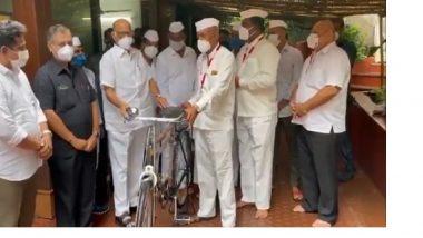 Mumbai Dabbawala: शरद पवार यांच्या उपस्थितीत मुंबई डबेवाल्यांना मोफत सायकल वाटप