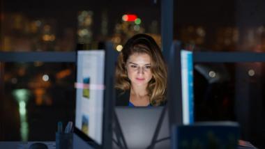 Night Shift मध्ये काम करतायत? 'या' पद्धतीने घ्या आरोग्याची काळजी