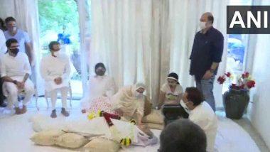 Dilip Kumar Funeral: CM Uddhav Thackeray यांनी घेतलं अभिनेते दिलीप कुमार यांच्या पार्थिवाचं अंत्यदर्शन