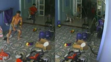 Viral Snake Video : अंगणात खेळत असलेल्या लहान मुलाचा पाठलाग करत किंग कोब्राचा घरात घुसण्याचा प्रयत्न