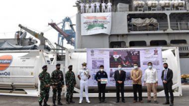 Indian Navy चे जहाज INS मिशन सागर अंतर्गत वैद्यकीय पुरवठा करण्यासाठी इंडोनेशियाच्या Jakarta येथे पोहोचले