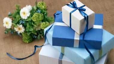 Raksha Bandhan 2021 Gift Idea: रक्षाबंधनाच्या दिवशी बहिणीला 'हे' गिफ्ट्स देऊन करा खुश