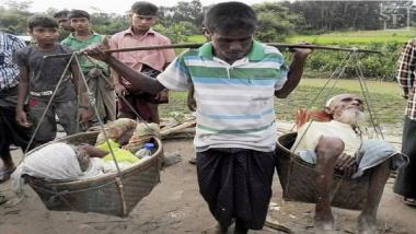 Modern-Day Shravan Kumar: म्यानमारमधील एका व्यक्तीने त्याच्या आई वडिलांना दुहेरी टोपलीत खांद्यावर बसवून 7 दिवस केला प्रवास