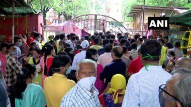 Ganesh Chaturthi 2021: नागपूर मध्ये Ganesh Tekdi Temple बाहेर भाविकांची गर्दी; मंदिर कोविड च्या पार्श्वभूमीवर बंद