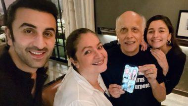 Alia Bhatt ने बॉयफ्रेंड Ranbir Kapoor सोबत साजरा केला वडील महेश भट्ट यांचा वाढदिवस; पहा Photos
