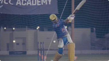 IPL 2021 Final: फायनलपूर्वी MS Dhoni ने मारला जबरदस्त हेलिकॉप्टर शॉट; पाहा Video